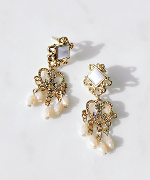 gold-heart earring