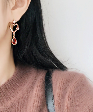 red-heart earring